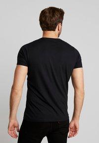 Hollister Co. - MUSCLE FIT VNECK - Basic T-shirt - black - 2