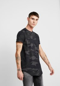 Hollister Co. - CURVED HEM CAMO - T-shirts print - black - 0