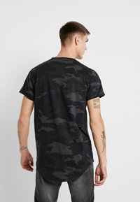 Hollister Co. - CURVED HEM CAMO - T-shirts print - black - 2