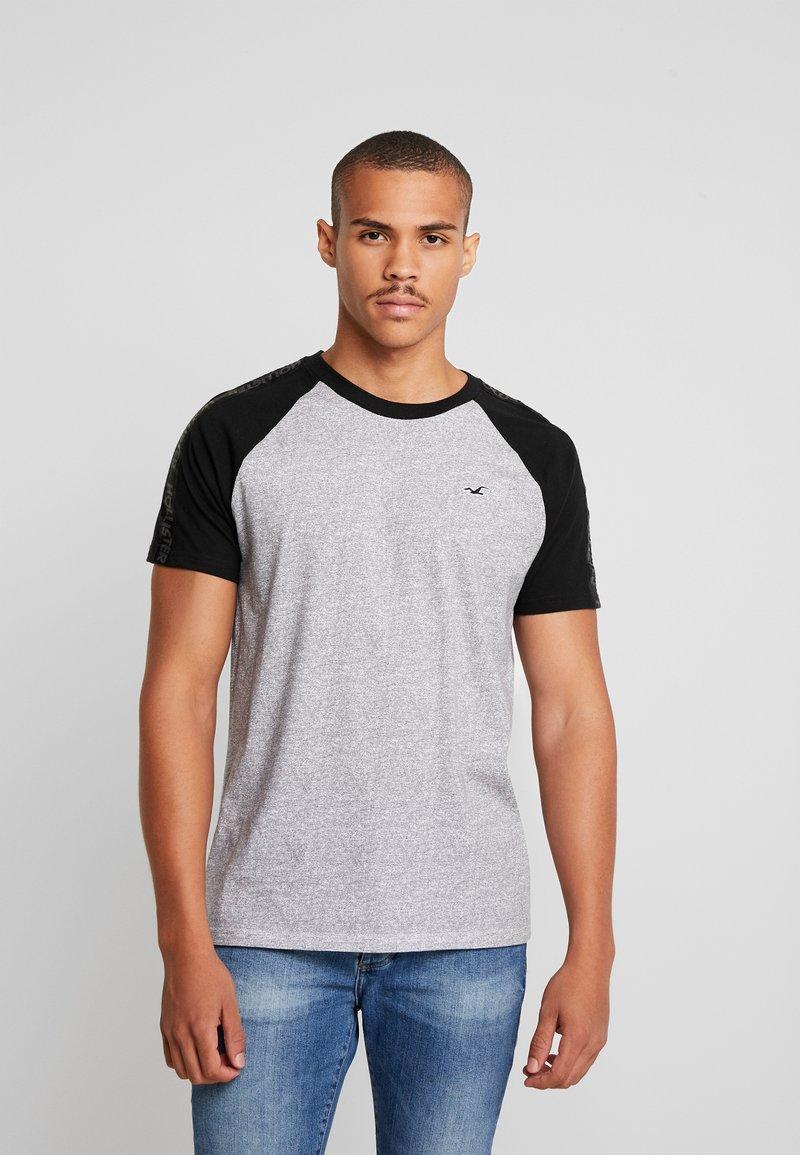 Hollister Co. - CREW RAGLAN TAPING - T-Shirt print - grey