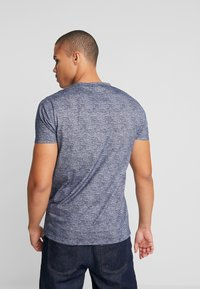 Hollister Co. - ICONIC CORE TECH  - T-shirt imprimé - navy solid - 2