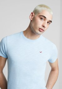 Hollister Co. - CREW - T-shirt basic - navy - 5