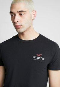 Hollister Co. - SMALL CHEST LOGO 3 PACK - Triko spotiskem - black/white/grey - 4