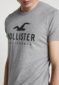 Hollister Co. - MULTIPACK BIG FRONT LOGO 3 PACK - Print T-shirt - white/grey/navy - 5