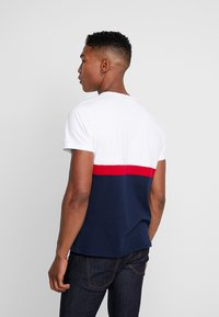Hollister Co. - ICONIC CORE TECH LOGO  - Print T-shirt - white/red/navy - 2