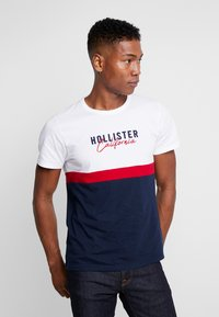 Hollister Co. - ICONIC CORE TECH LOGO  - T-shirt print - white/red/navy - 0