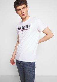 Hollister Co. - CORE TECH LOGO - Camiseta estampada - white - 0