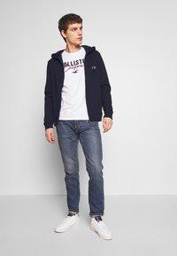 Hollister Co. - CORE TECH LOGO - Camiseta estampada - white - 1