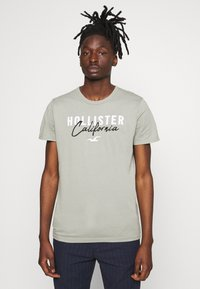 Hollister Co. - CORE TECH LOGO - T-shirt imprimé - olive - 0