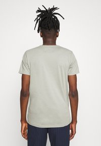 Hollister Co. - CORE TECH LOGO - T-shirt imprimé - olive - 2