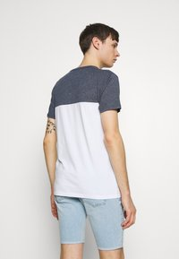 Hollister Co. - CORE TECH LOGO BLOCKING - Camiseta estampada - navy - 2