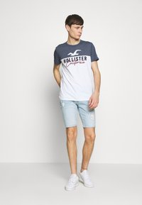 Hollister Co. - CORE TECH LOGO BLOCKING - Camiseta estampada - navy - 1