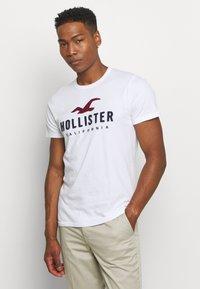Hollister Co. - CORE  - T-shirt imprimé - white - 0