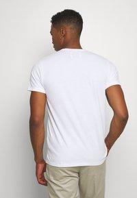Hollister Co. - CORE  - T-shirt imprimé - white - 2