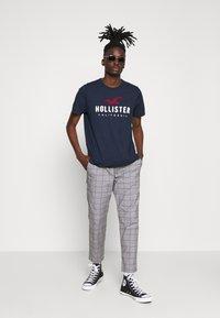 Hollister Co. - CORE - T-shirt imprimé - navy - 1