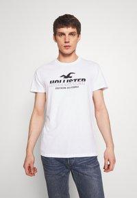 Hollister Co. - PRINT MOTOSPORT - Camiseta estampada - white - 0