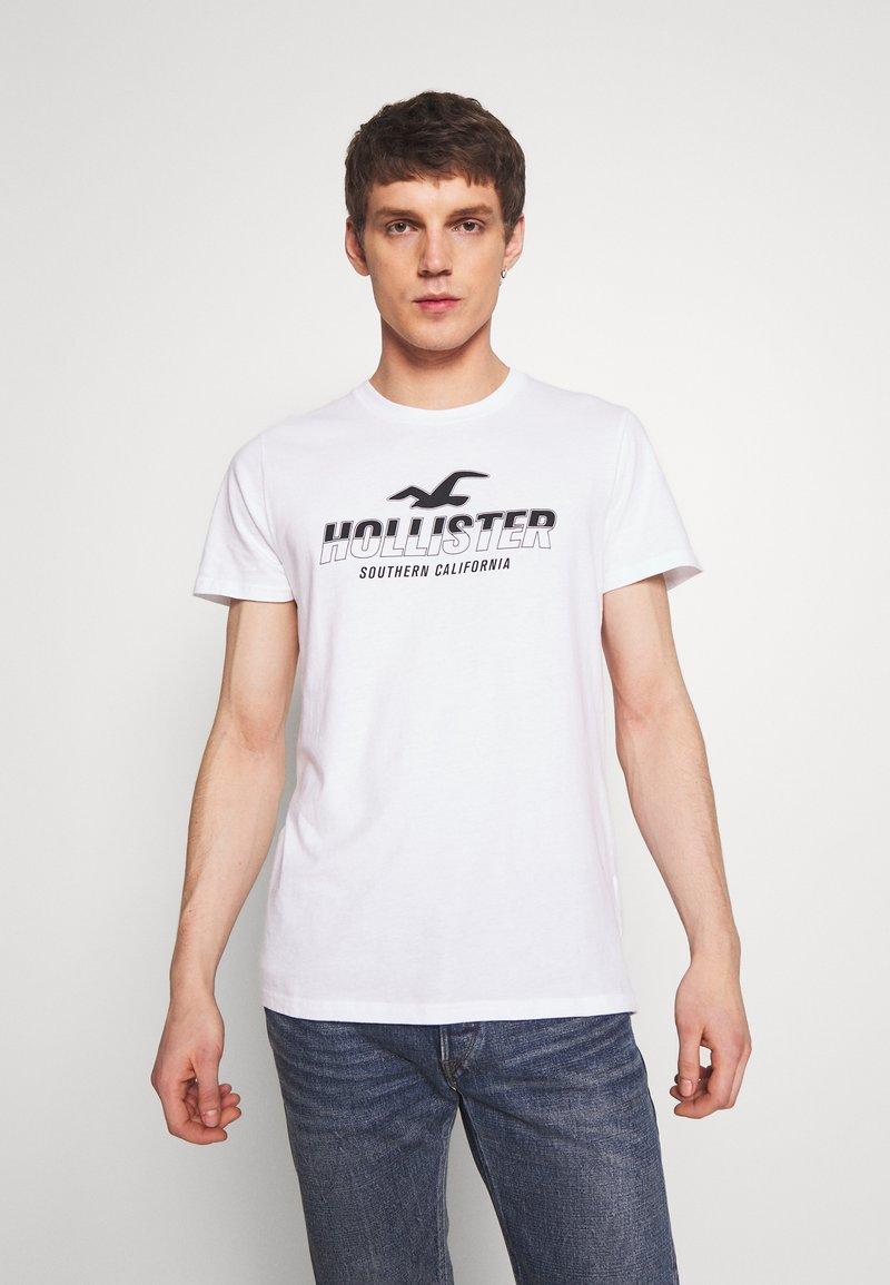 Hollister Co. - PRINT MOTOSPORT - Camiseta estampada - white
