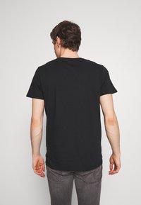 Hollister Co. - PRINT MOTOSPORT - T-shirt imprimé - black - 2
