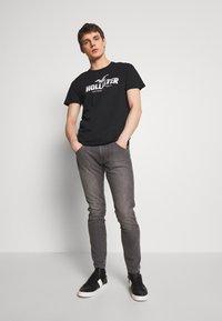 Hollister Co. - PRINT MOTOSPORT - T-shirt imprimé - black - 1