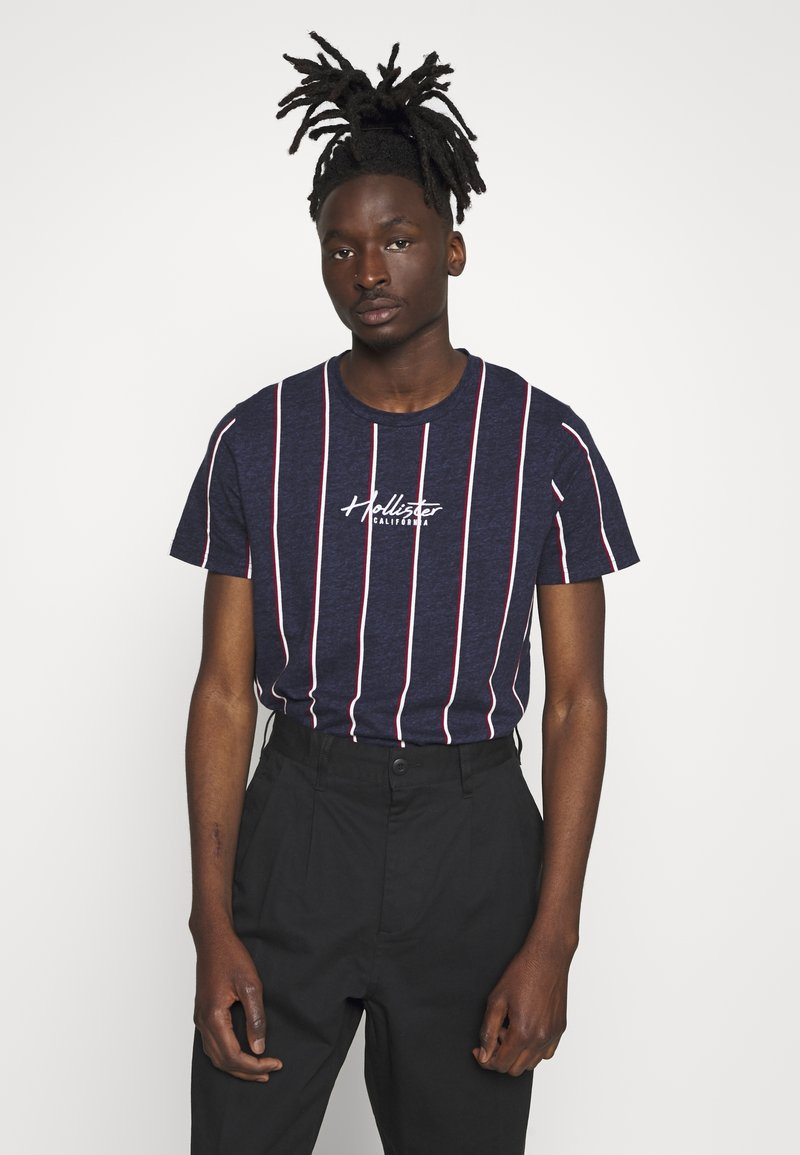 Hollister Co. - TECH LOGO STRIPES - Camiseta estampada - navy