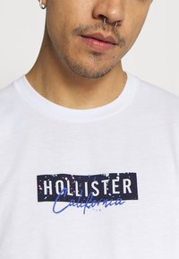 Hollister Co. - LARGE SCALE TECH LOGO  - Long sleeved top - white - 5