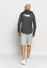 Hollister Co. - ICONIC LOGO HOOD  - Jersey con capucha - black - 2