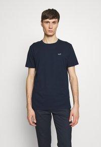 Hollister Co. - CREW SOLIDS - Camiseta básica - navy - 0