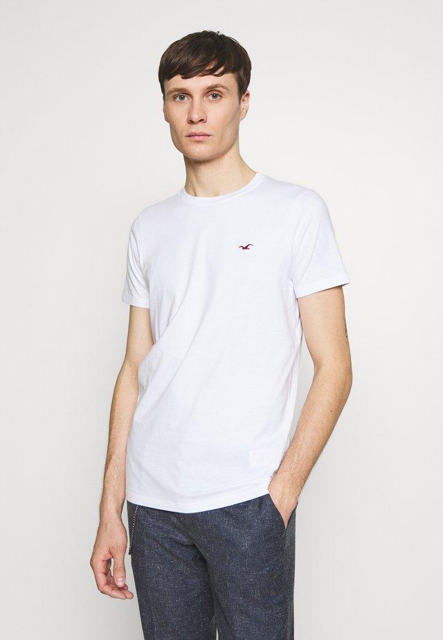 MUSCLE FIT CREW  - Camiseta estampada - white