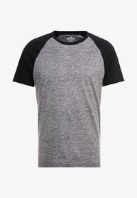 Hollister Co. - CREW RAGLAN  - T-shirt med print - grey - 4