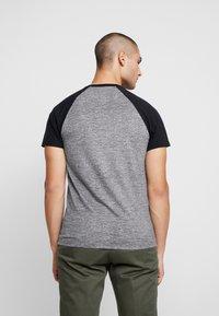 Hollister Co. - CREW RAGLAN  - T-shirt med print - grey - 2