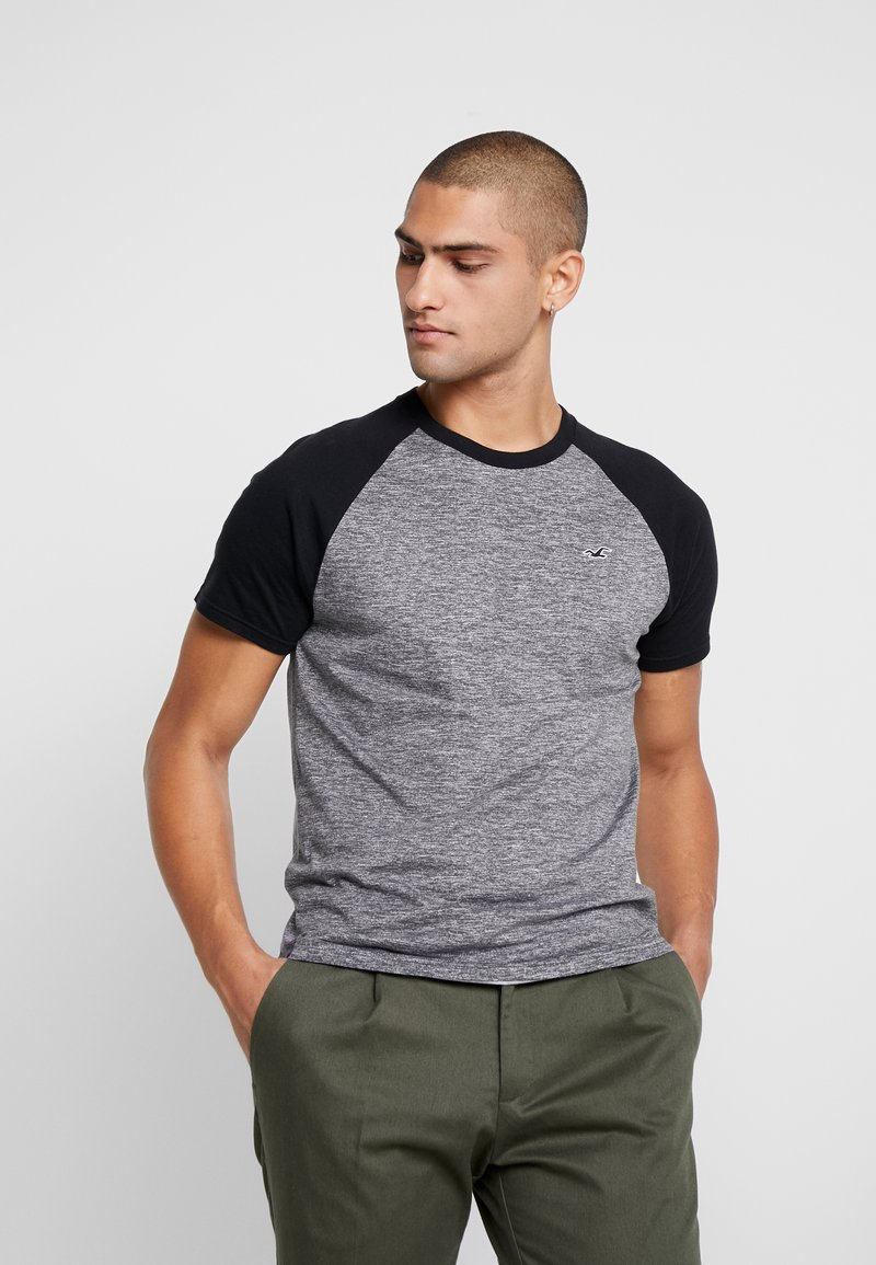 Hollister Co. - CREW RAGLAN  - T-shirt med print - grey
