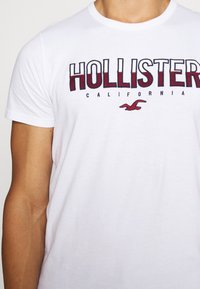 Hollister Co. - NON SOLID SOLIDS - Camiseta estampada - white - 6