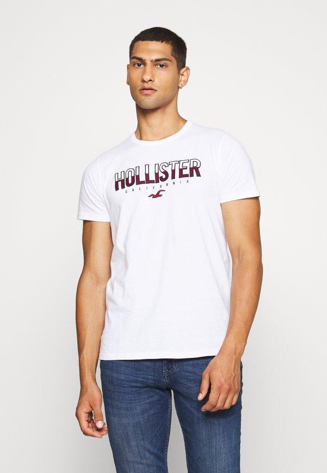 NON SOLID SOLIDS - Camiseta estampada - white