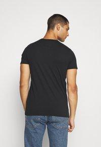 Hollister Co. - NON SOLID SOLIDS - Camiseta estampada - black - 2