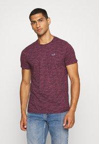 Hollister Co. - CREW - Camiseta estampada - burg - 0