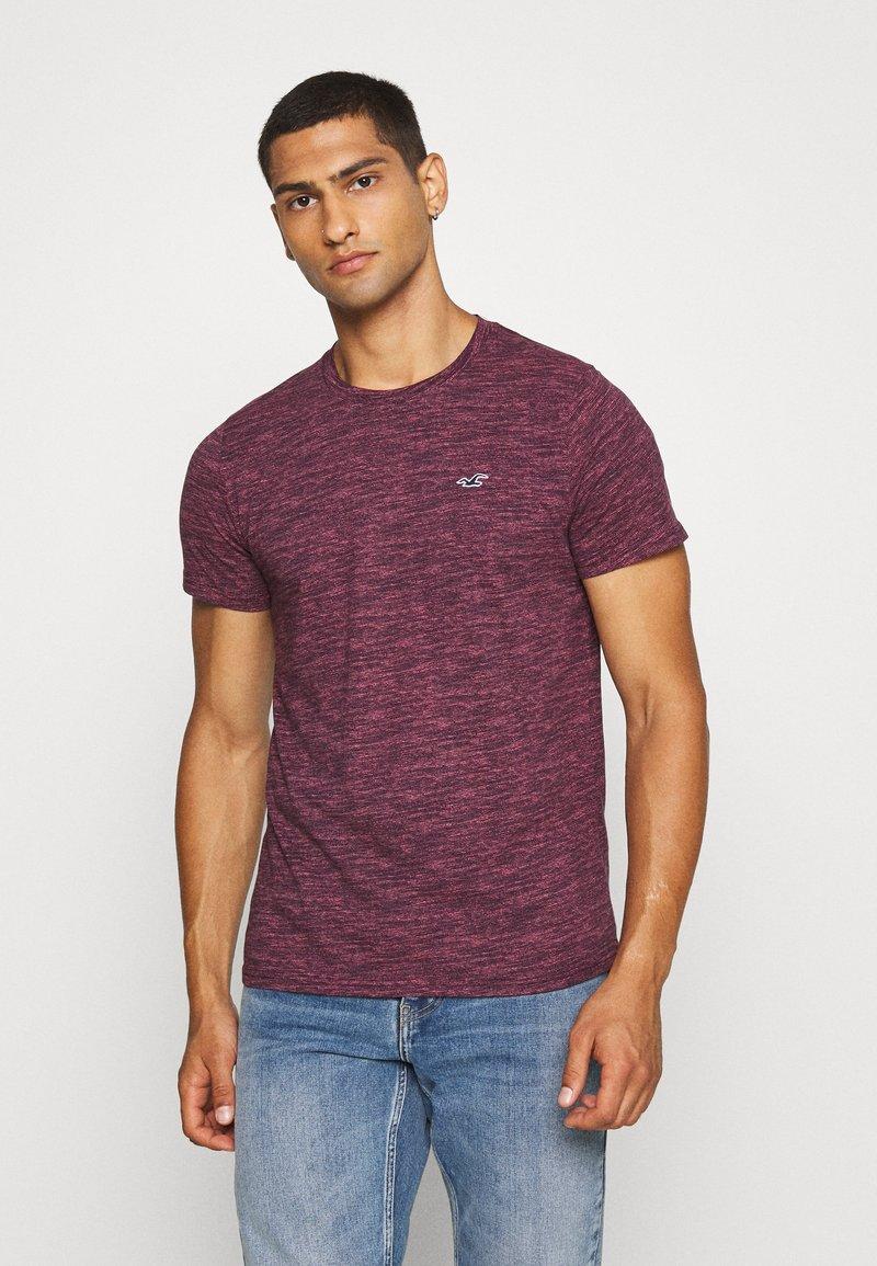 Hollister Co. - CREW - Camiseta estampada - burg