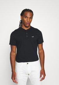 Hollister Co. - HENLEY 3 PACK - T-shirt basic - white/navy/black - 4