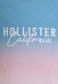 Hollister Co. - PRIDE LOGO TEE  - Camiseta estampada - blue/pink /white - 2