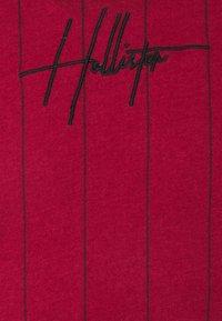 Hollister Co. - SCRIPT LOGO  - Camiseta estampada - red - 2