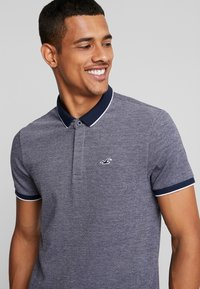 Hollister Co. - MODERN COLLAR  SOLID  - Polo shirt - textural navy - 4