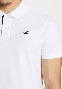 Hollister Co. - HERITAGE SOLID NEUTRALS - Polo - white - 6