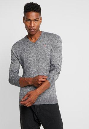 CORE V-NECK  - Jersey de punto - grey