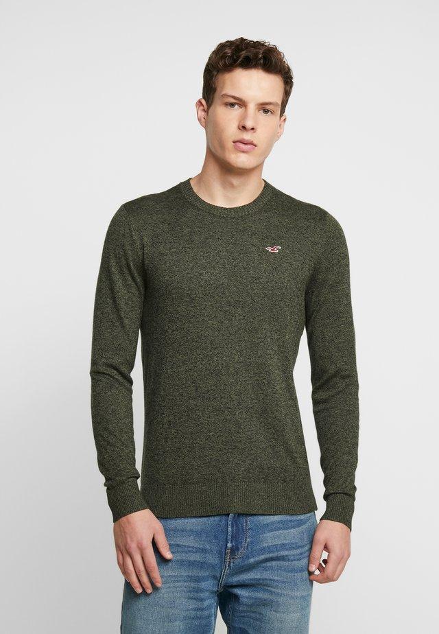 CORE CREW UPDATE - Stickad tröja - olive