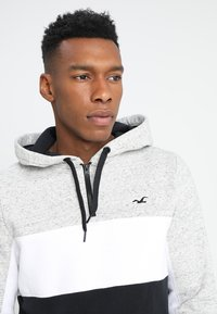Hollister Co. - ATHLETIC COLORBLOCK - Hoodie - grey - 3