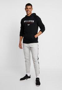 Hollister Co. - TECH LOGO - Hoodie - black - 1