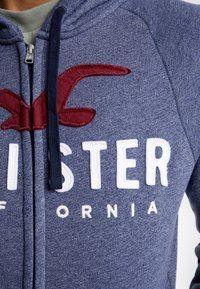 Hollister Co. - ICONIC TECH LOGO  - Huvtröja med dragkedja - navy - 4