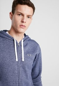 Hollister Co. - CORE ICON - Bluza rozpinana - textural navy