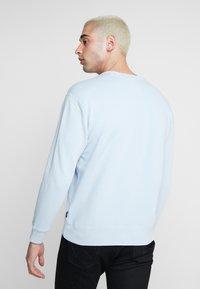 Hollister Co. - STRIPE & WASH SMALL CREW - Sweater - light blue - 2