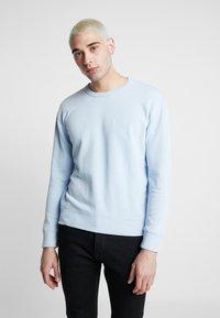 Hollister Co. - STRIPE & WASH SMALL CREW - Sweater - light blue - 0