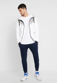 Hollister Co. - TOPPED - Zip-up hoodie - white - 1